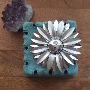 Mod flower brooch vintage